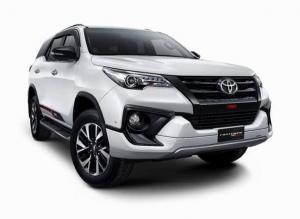 Mobil Toyota Fortuner TRD terbaru di Solo
